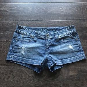 Guess denim jean shorts size 31